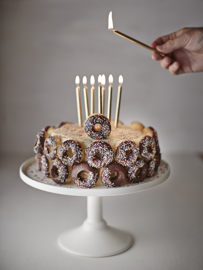 Donut Cake_Light The Candles
