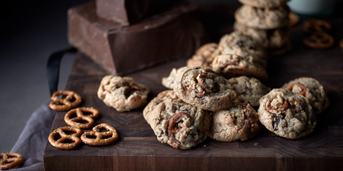 chocolate-crisp-pretzel-cookies-feature