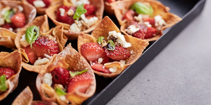 Strawberry-Wonton-Cups