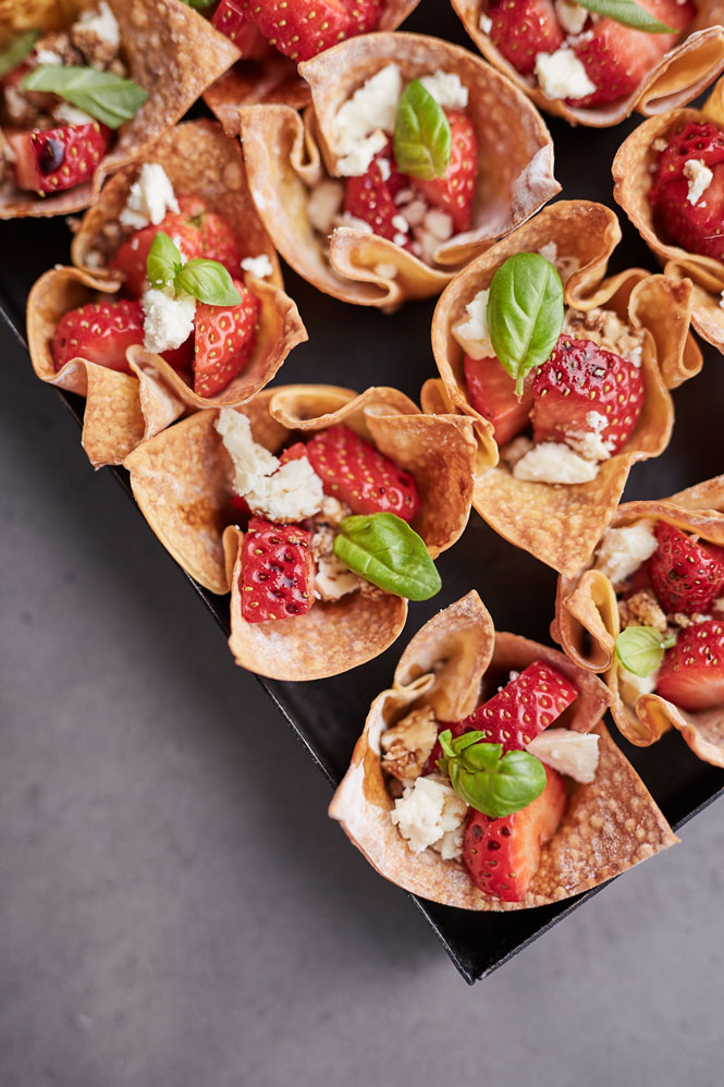 Victorian-Strawberries---Strawberry-Caprese-Salad-Canapes---7126